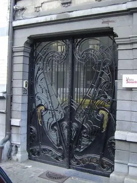 أبواب حديد