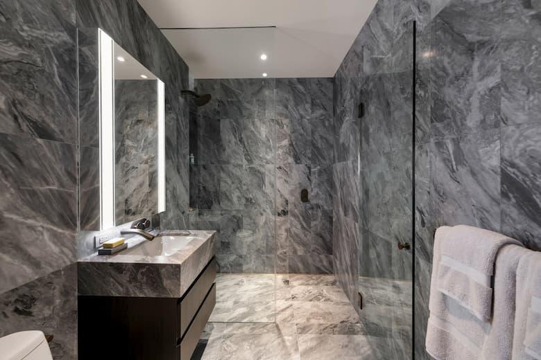حمام بالرخام